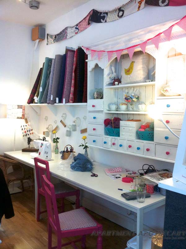 1000 images about ateliers couture on pinterest atelier - Comment ranger son bureau de chambre ...