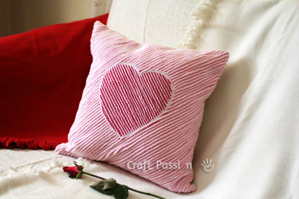 coussin-coeur-chenille